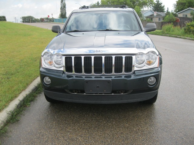 2005 JEEP GRAND CHEROKEE  in Devon, Alberta