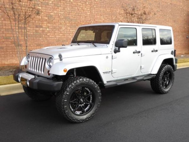 2011 JEEP WRANGLER Unlimited Sahara in Vancouver, British Columbia